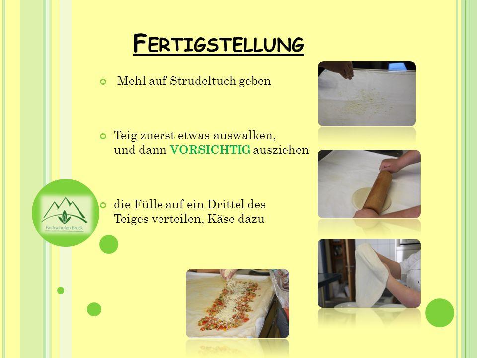 Ränder einschlagen, mit Hilfe des Strudeltuches einrollen Strudel auf ein Backblech geben mit Eiern bestreichen anschließend im Rohr bei 200 Grad rund 30min goldgelb backen