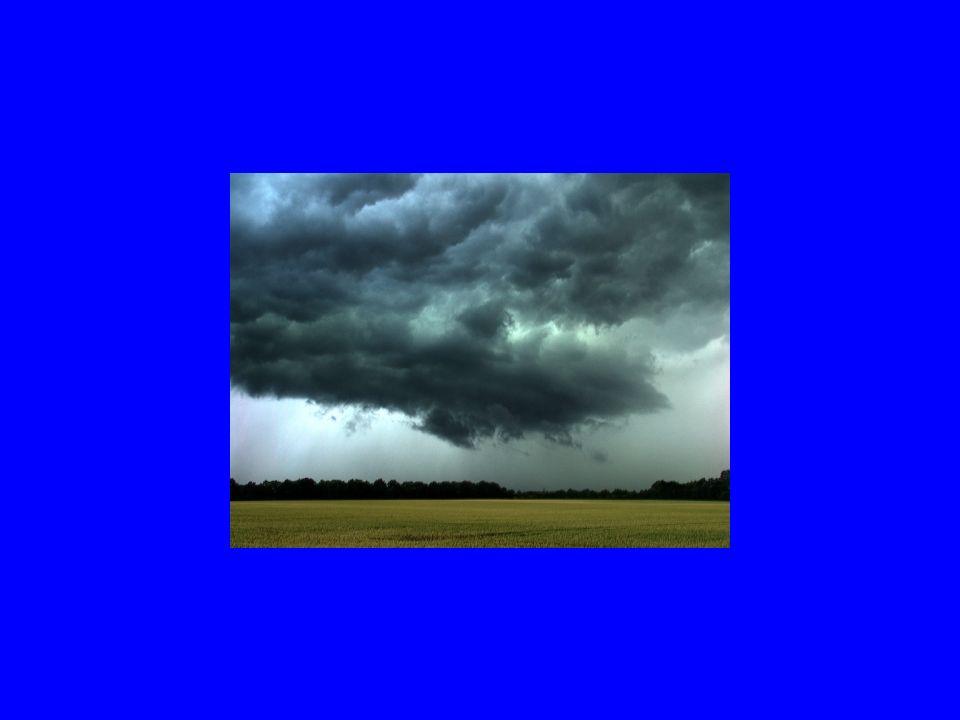 Tornado Tornados bilden sich meist während starker Gewitter, wenn aufsteigende Luft auf eine starke, absinkende kalte Luftströmung stößt.