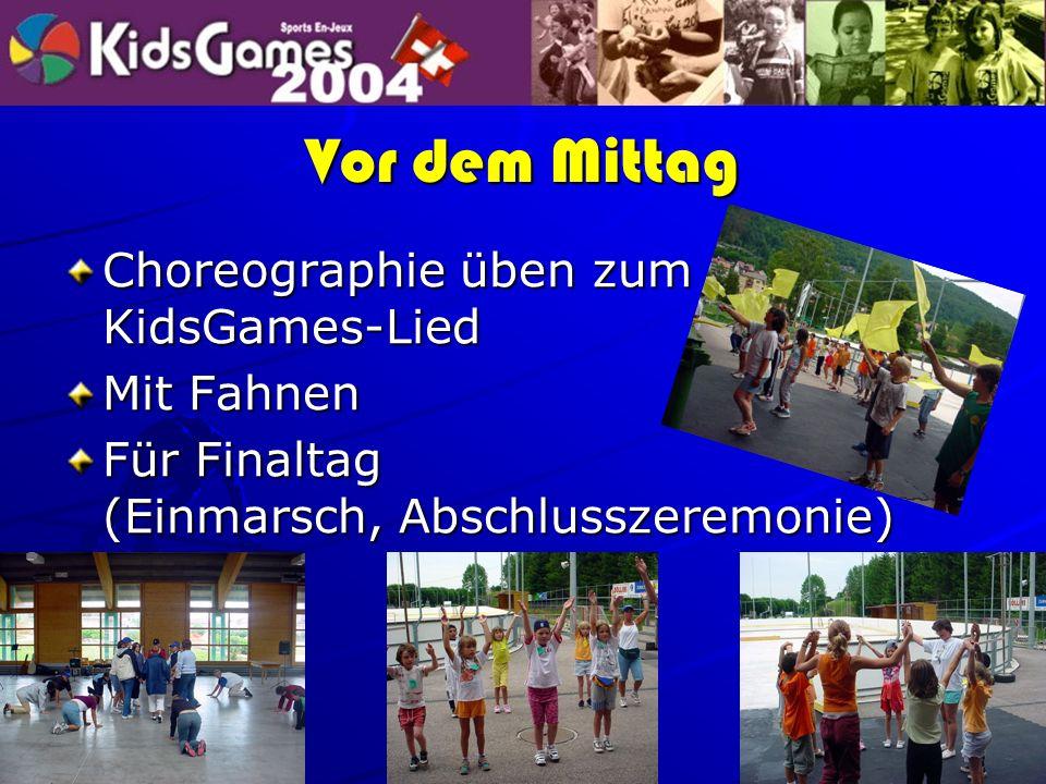 Vor dem Mittag Choreographie üben zum KidsGames-Lied Mit Fahnen Für Finaltag (Einmarsch, Abschlusszeremonie)