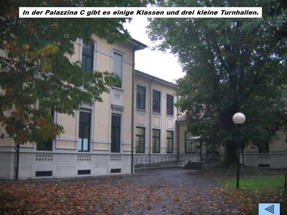 In der Palazzina B gibt es vielen Laboratorien: drei Sprachlabors, ein Chemielabor,ein Biologielabor und die andere Labors haben vielen Computers und