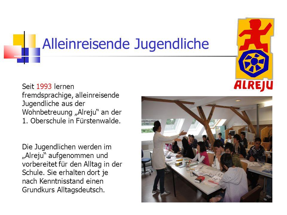 Alleinreisende Jugendliche Seit 1993 lernen fremdsprachige, alleinreisende Jugendliche aus der Wohnbetreuung Alreju an der 1. Oberschule in Fürstenwal