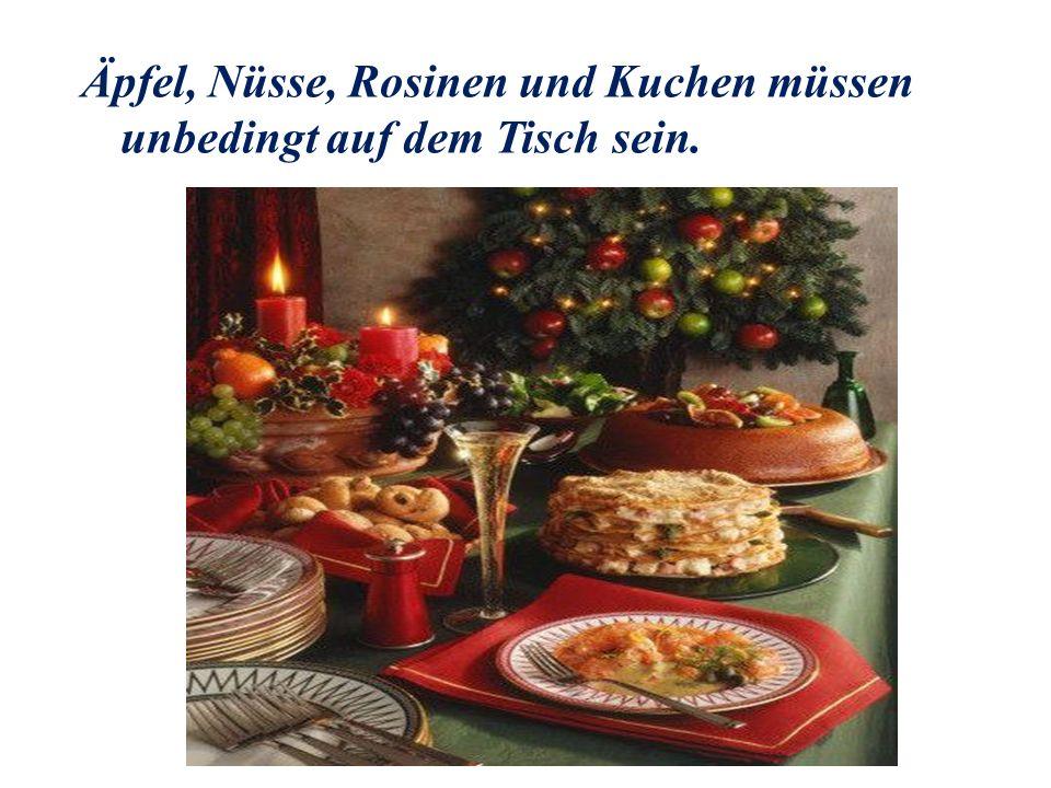 Äpfel, Nüsse, Rosinen und Kuchen müssen unbedingt auf dem Tisch sein.