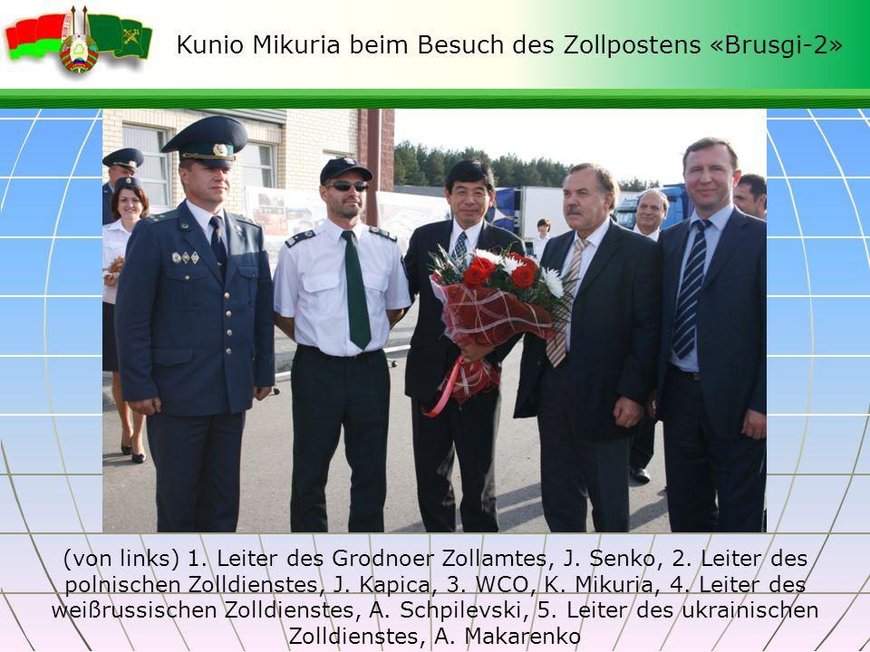 Kunio Mikuria beim Besuch des Zollpostens «Brusgi-2» (von links) 1. Leiter des Grodnoer Zollamtes, J. Senko, 2. Leiter des polnischen Zolldienstes, J.