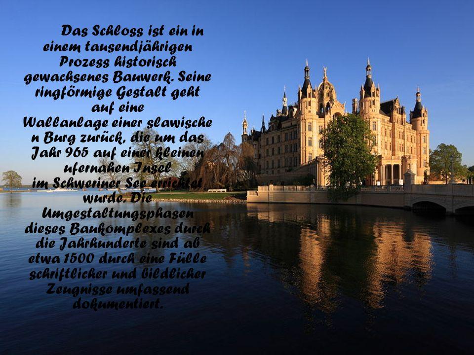 Das Schloss ist ein in einem tausendjährigen Prozess historisch gewachsenes Bauwerk. Seine ringförmige Gestalt geht auf eine Wallanlage einer slawisch