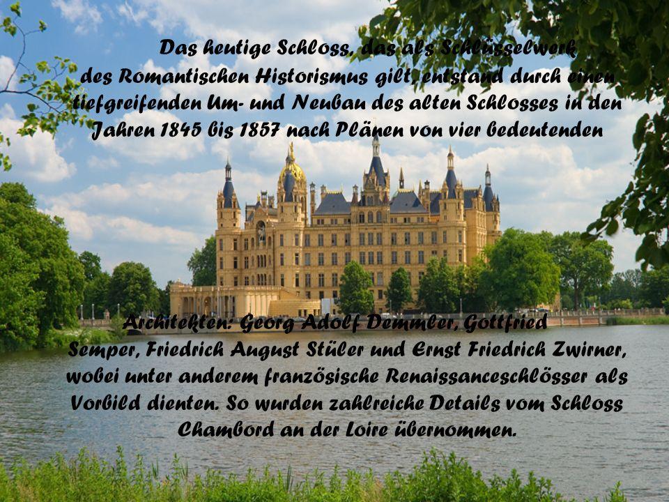 Das heutige Schloss, das als Schlüsselwerk des Romantischen Historismus gilt, entstand durch einen tiefgreifenden Um- und Neubau des alten Schlosses i