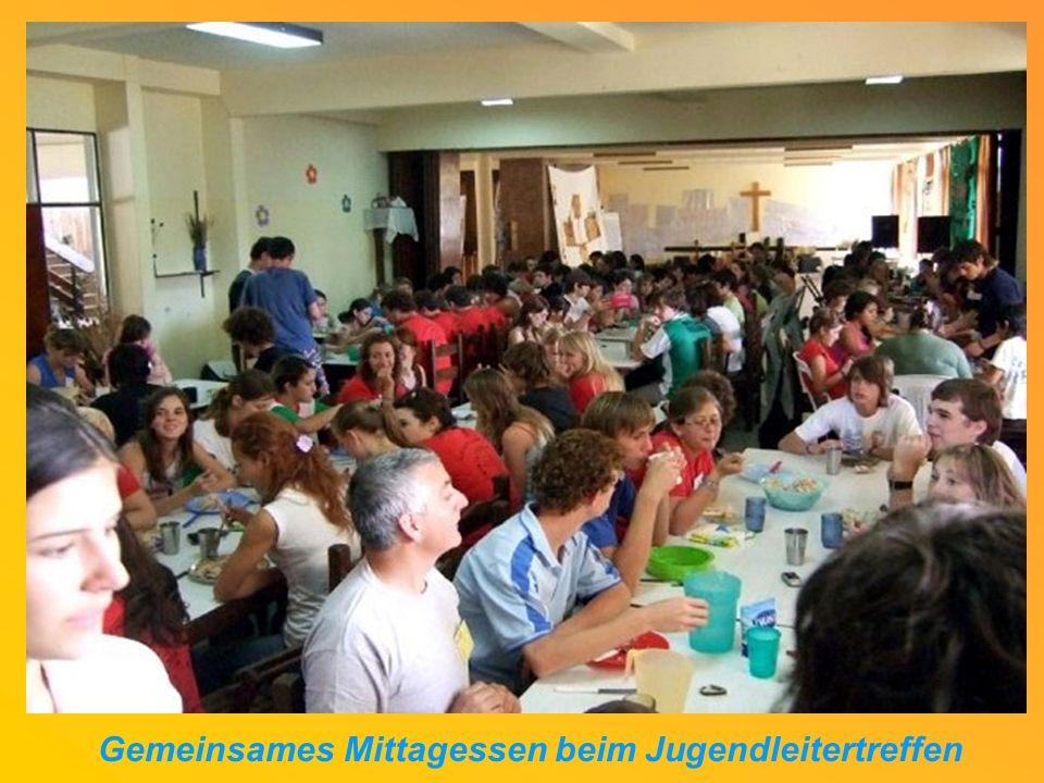 Gemeinsames Mittagessen beim Jugendleitertreffen