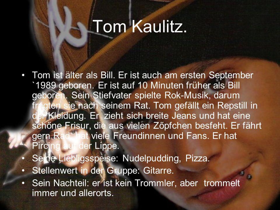 Tom Kaulitz. Tom ist älter als Bill. Er ist auch am ersten September `1989 geboren. Er ist auf 10 Minuten früher als Bill geboren. Sein Stiefvater spi