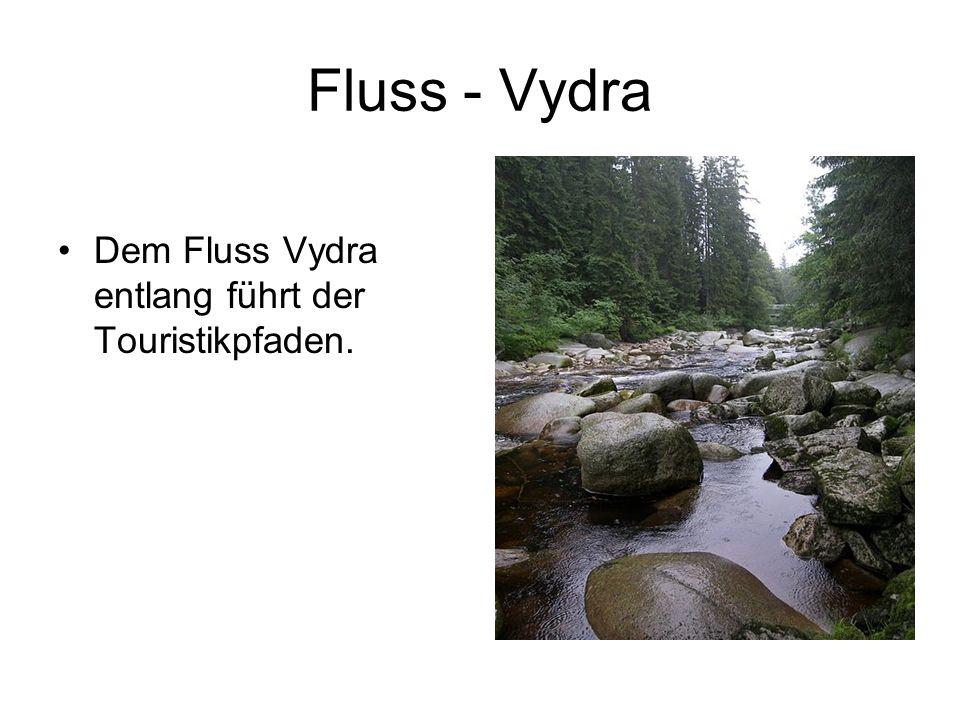 Fluss - Vydra Dem Fluss Vydra entlang führt der Touristikpfaden.