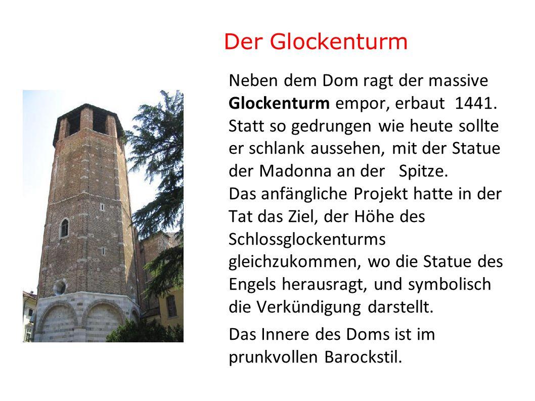 Der Glockenturm Neben dem Dom ragt der massive Glockenturm empor, erbaut 1441. Statt so gedrungen wie heute sollte er schlank aussehen, mit der Statue