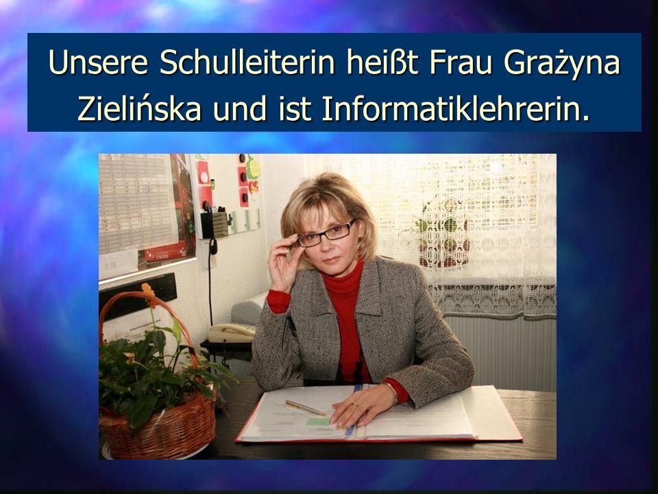 Unsere Schulleiterin heißt Frau Grażyna Zielińska und ist Informatiklehrerin.