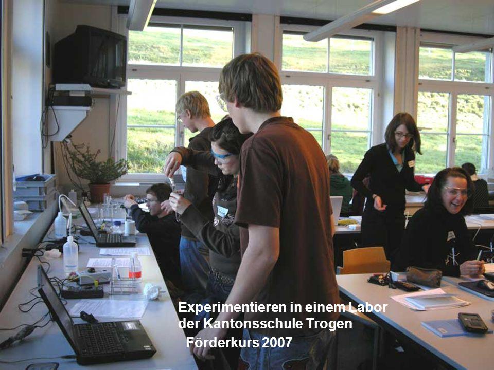 Beispiele von Arbeitsplätzen: Wassermessstation Erfassung von Leitfähigkeit, pH, Absorption, Temperatur.