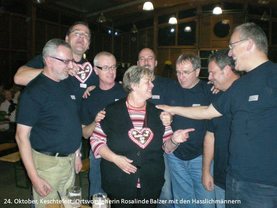 24. Oktober, Keschtefest, Ortsvorsteherin Rosalinde Balzer mit den Hasslichmännern