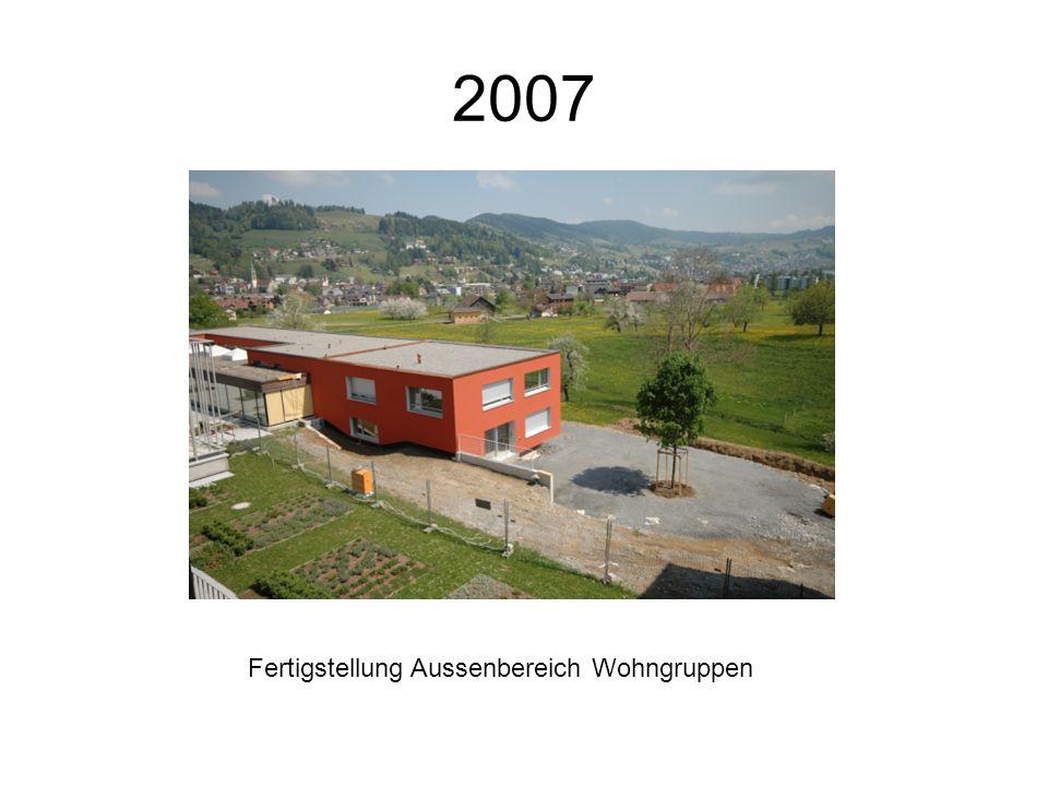 2007 Fertigstellung Aussenbereich Wohngruppen