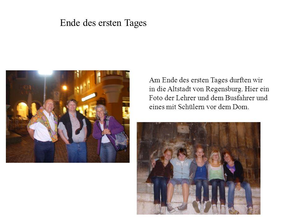 Ende des ersten Tages Am Ende des ersten Tages durften wir in die Altstadt von Regensburg. Hier ein Foto der Lehrer und dem Busfahrer und eines mit Sc