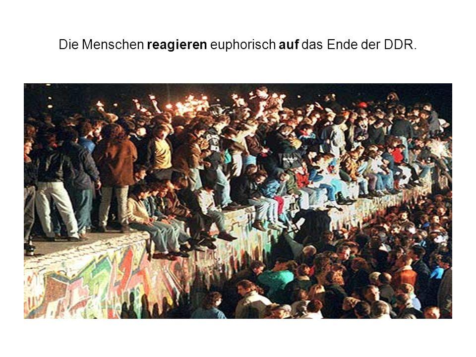 Die Menschen reagieren euphorisch auf das Ende der DDR.