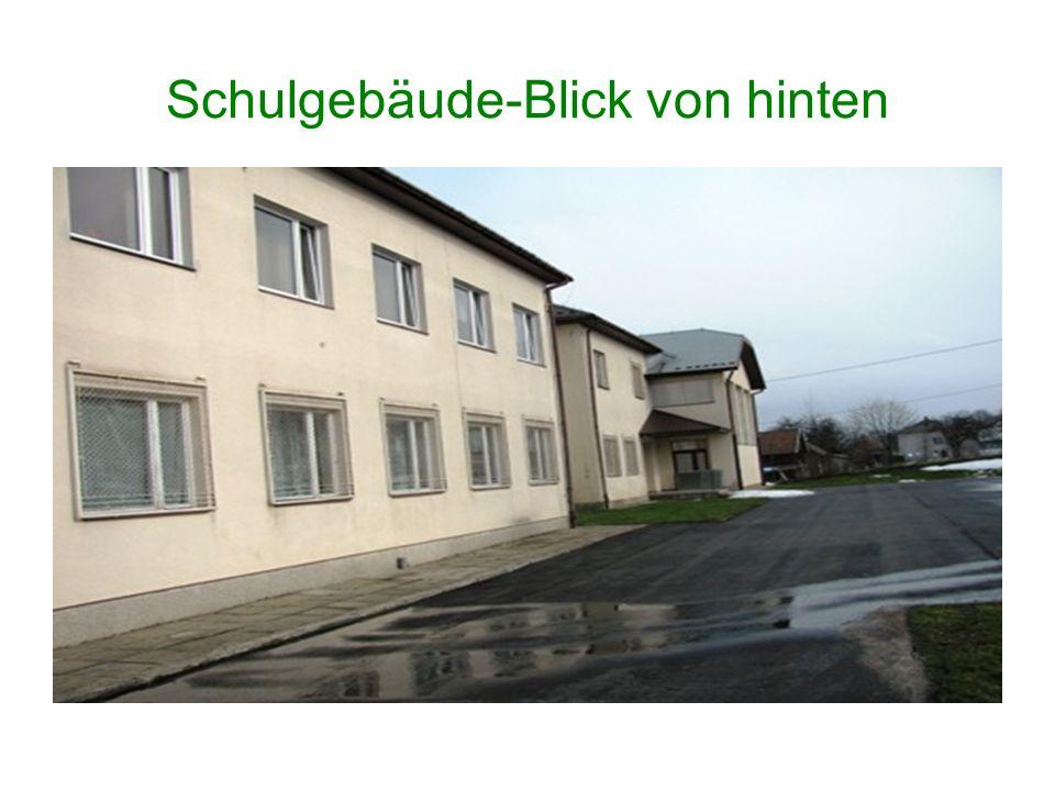 Schulgebäude-Blick von hinten