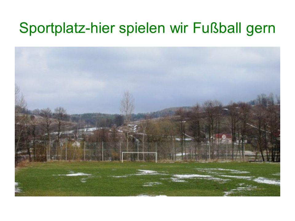 Sportplatz-hier spielen wir Fußball gern
