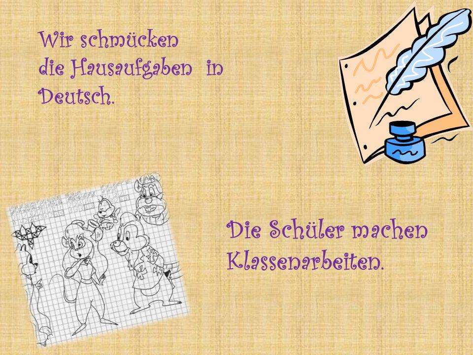 Wir schmücken die Hausaufgaben in Deutsch. Die Schüler machen Klassenarbeiten.