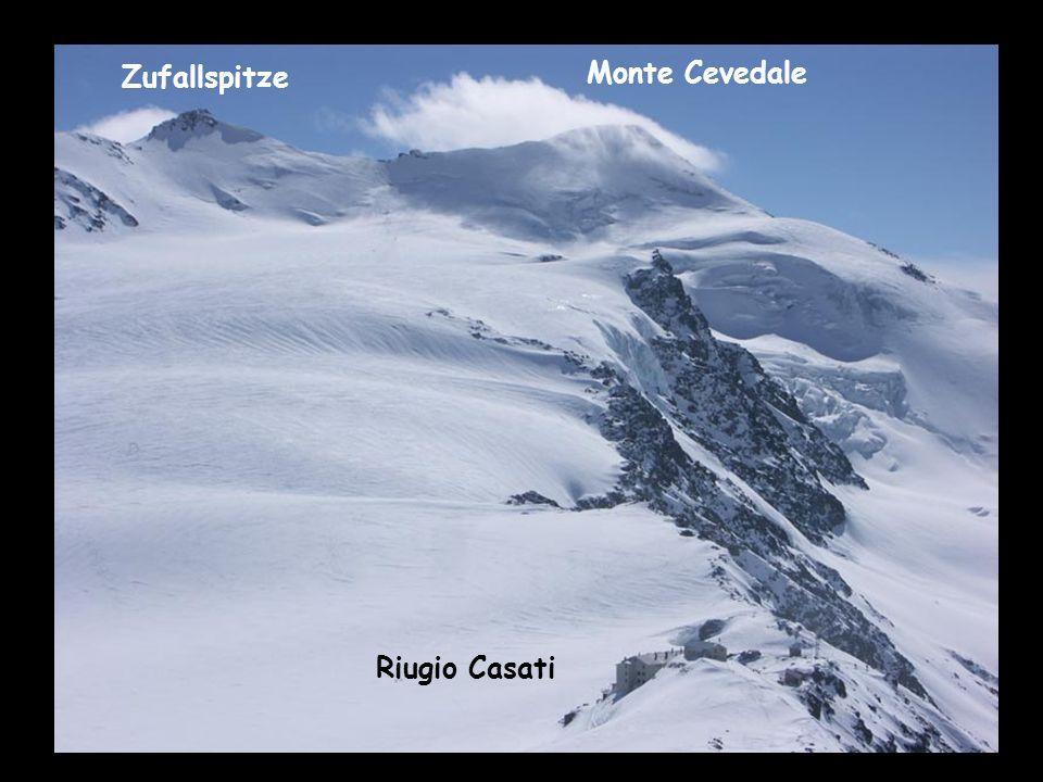 Ä Blick no einisch zrugg zum Monte Cevedale Zufallspitze Monte Cevedale Riugio Casati