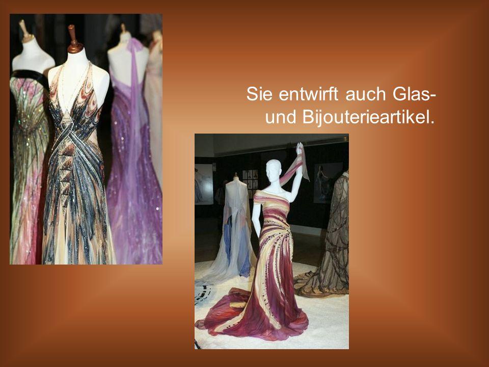 Sie entwirft auch Glas- und Bijouterieartikel.