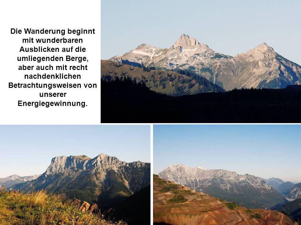 Die Wanderung beginnt mit wunderbaren Ausblicken auf die umliegenden Berge, aber auch mit recht nachdenklichen Betrachtungsweisen von unserer Energieg