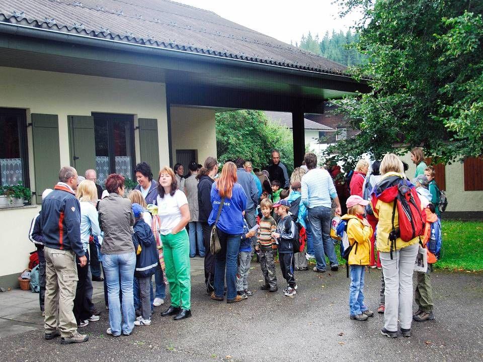 Die Einteilung der Gruppen für den Besuch in der Krumpen.
