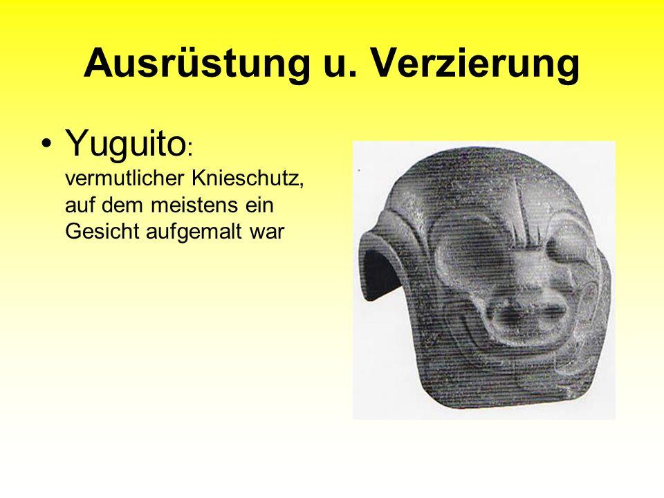 Ausrüstung u. Verzierung Yuguito : vermutlicher Knieschutz, auf dem meistens ein Gesicht aufgemalt war