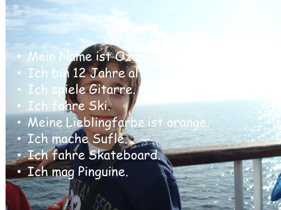 Ozan Mein Name ist Ozan. Ich bin 12 Jahre alt. Ich spiele Gitarre. Ich fahre Ski. Meine Lieblingfarbe ist orange. Ich mache Sufle. Ich fahre Skateboar