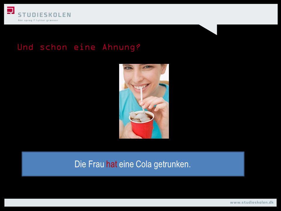 Und schon eine Ahnung? Die Frau hat eine Cola getrunken.