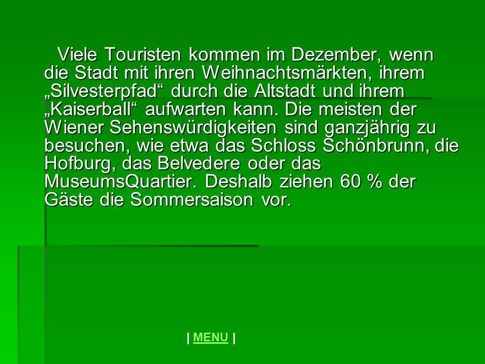 Viele Touristen kommen im Dezember, wenn die Stadt mit ihren Weihnachtsmärkten, ihrem Silvesterpfad durch die Altstadt und ihrem Kaiserball aufwarten