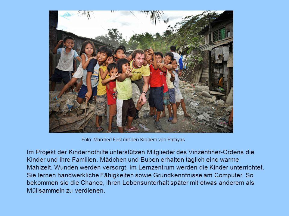 Foto: Manfred Fesl mit den Kindern von Patayas Im Projekt der Kindernothilfe unterstützen Mitglieder des Vinzentiner-Ordens die Kinder und ihre Famili