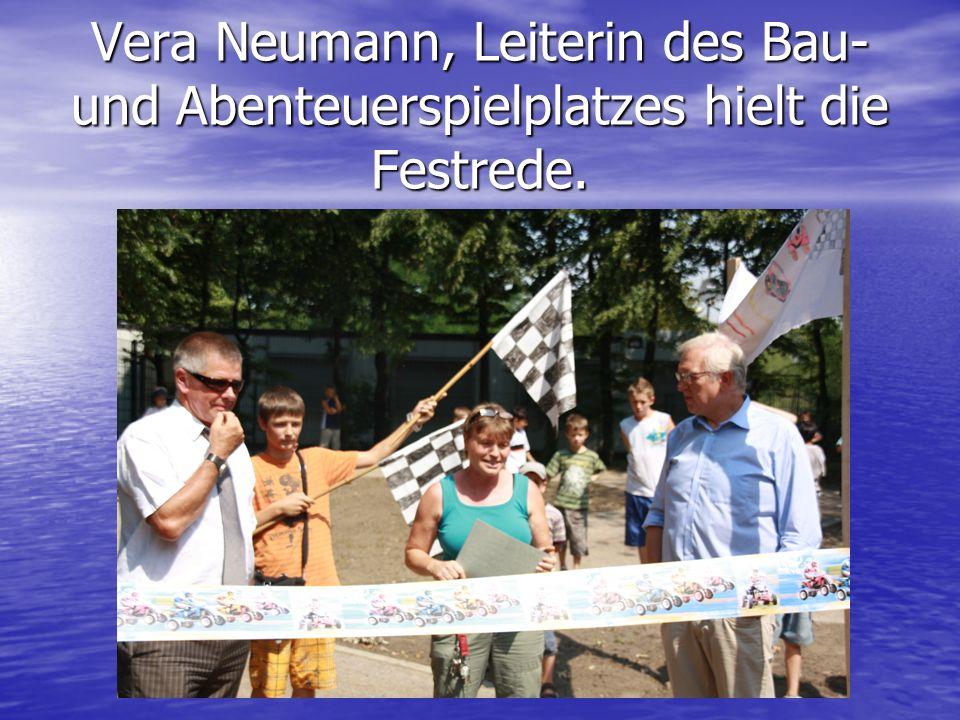 Vera Neumann, Leiterin des Bau- und Abenteuerspielplatzes hielt die Festrede.