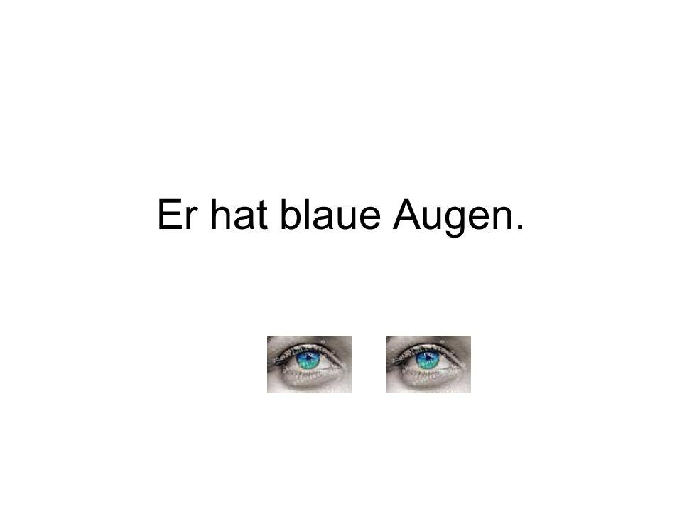 Er hat blaue Augen.