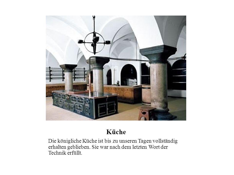Küche Die königliche Küche ist bis zu unseren Tagen vollständig erhalten geblieben. Sie war nach dem letzten Wort der Technik erfüllt.