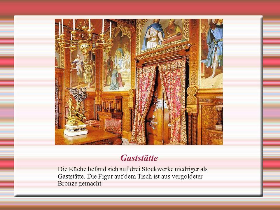 Das Schlafzimmer des Königs Der einsame König bevorzugte die prächtigen Schlafzimmer.