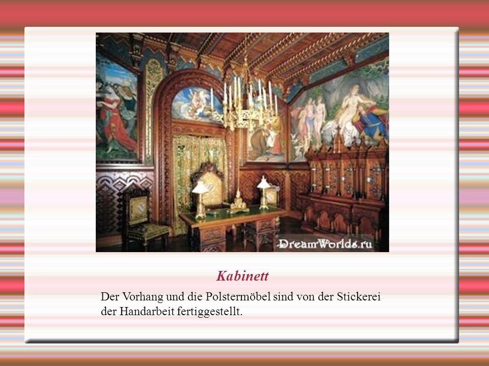 Kabinett Der Vorhang und die Polstermöbel sind von der Stickerei der Handarbeit fertiggestellt.