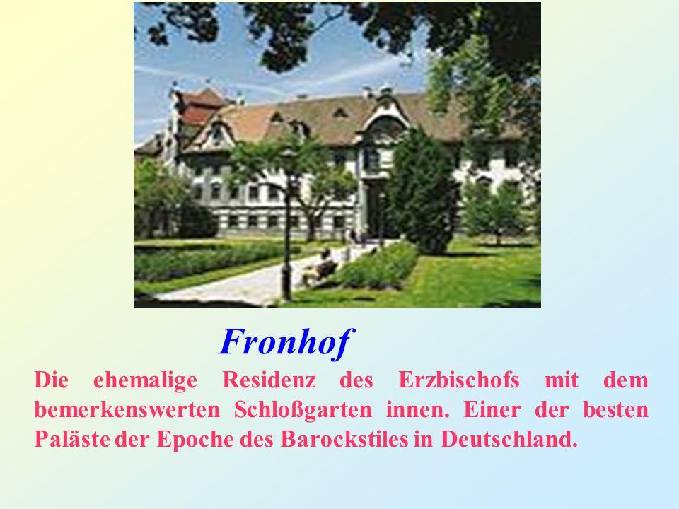 Fronhof Die ehemalige Residenz des Erzbischofs mit dem bemerkenswerten Schloßgarten innen.