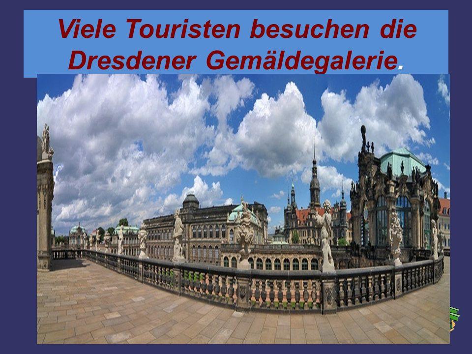 Viele Touristen besuchen die Dresdener Gemäldegalerie.