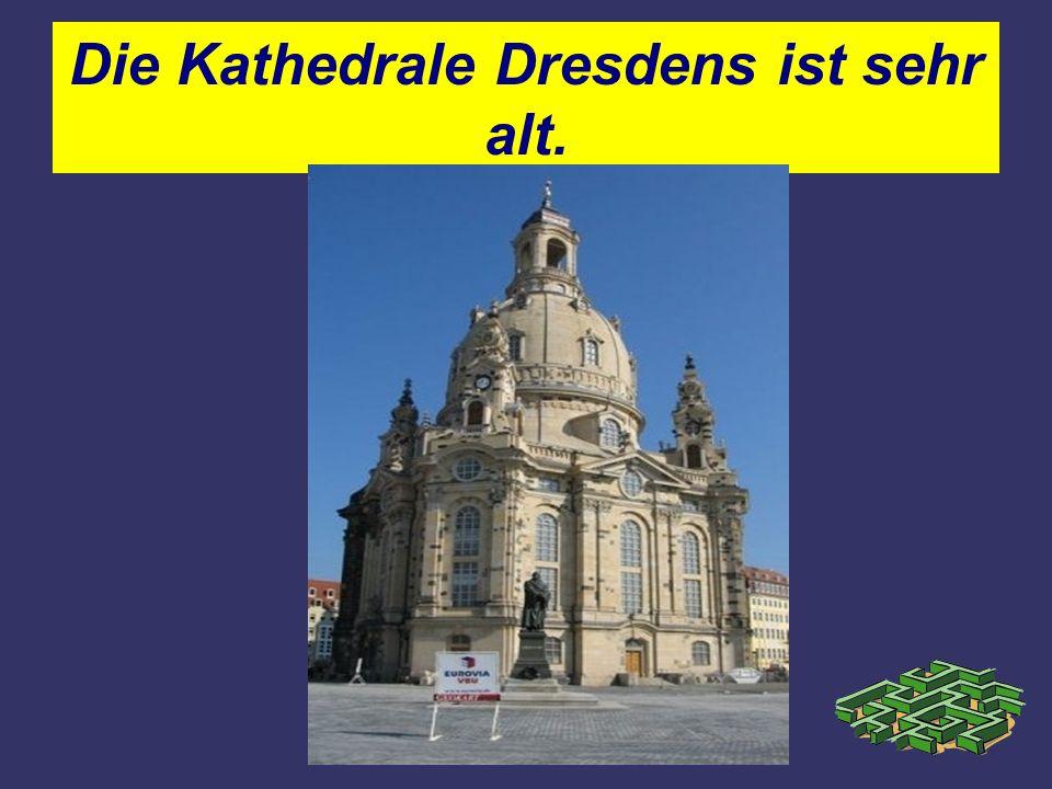Die Kathedrale Dresdens ist sehr alt.