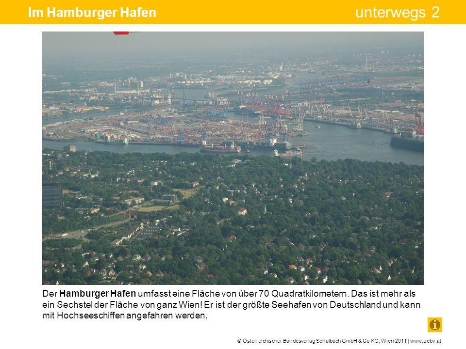 © Österreichischer Bundesverlag Schulbuch GmbH & Co KG, Wien 2011 | www.oebv.at unterwegs 2 Im Hamburger Hafen Der entladene Container wird mühelos mithilfe eines Containertransporters gehoben und an die richtige Stelle im Hafengelände gebracht.