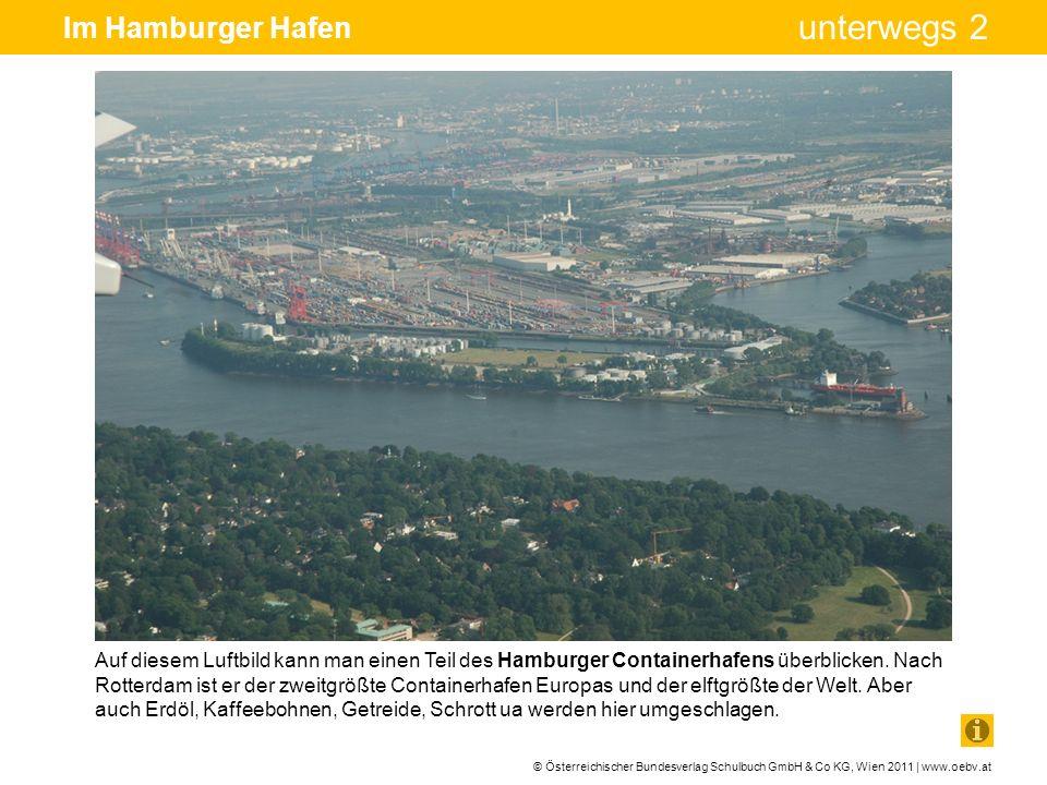 © Österreichischer Bundesverlag Schulbuch GmbH & Co KG, Wien 2011 | www.oebv.at unterwegs 2 Im Hamburger Hafen Riesige Containerschiffe legen im neuen Containerterminal Hamburg Altenwerder an.
