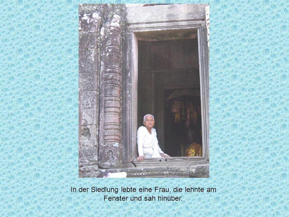In der Siedlung lebte eine Frau, die lehnte am Fenster und sah hinüber.