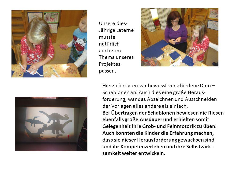 Unsere dies- Jährige Laterne musste natürlich auch zum Thema unseres Projektes passen. Hierzu fertigten wir bewusst verschiedene Dino – Schablonen an.