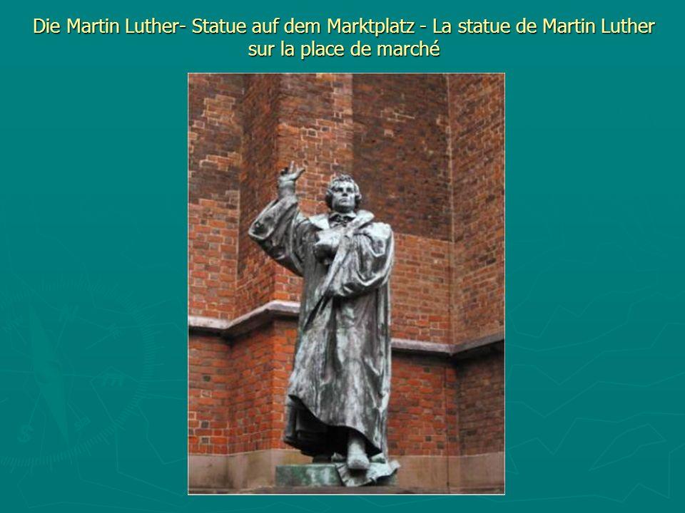 Die Martin Luther- Statue auf dem Marktplatz - La statue de Martin Luther sur la place de marché
