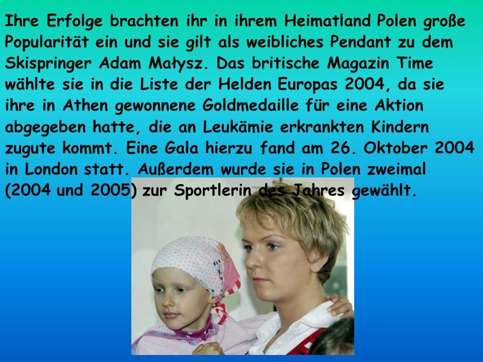 Ihre Erfolge brachten ihr in ihrem Heimatland Polen große Popularität ein und sie gilt als weibliches Pendant zu dem Skispringer Adam Małysz. Das brit