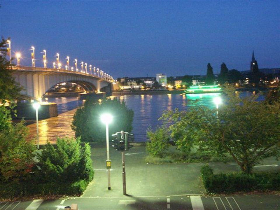 Bonn wurde zur Haupstadt Westdeutschlands statt Berlins.