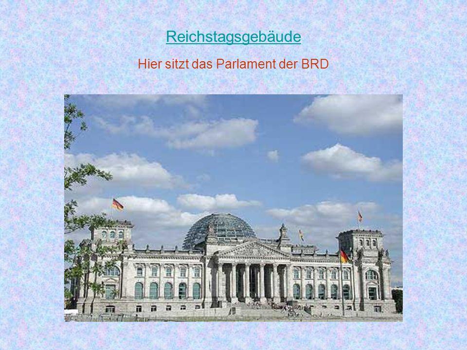 Das Brandenburger Tor mit seiner Quadriga ist das Wahrzeichen von Berlin. Das ist das schönste Tor der Welt. Das Brandenburger Tor