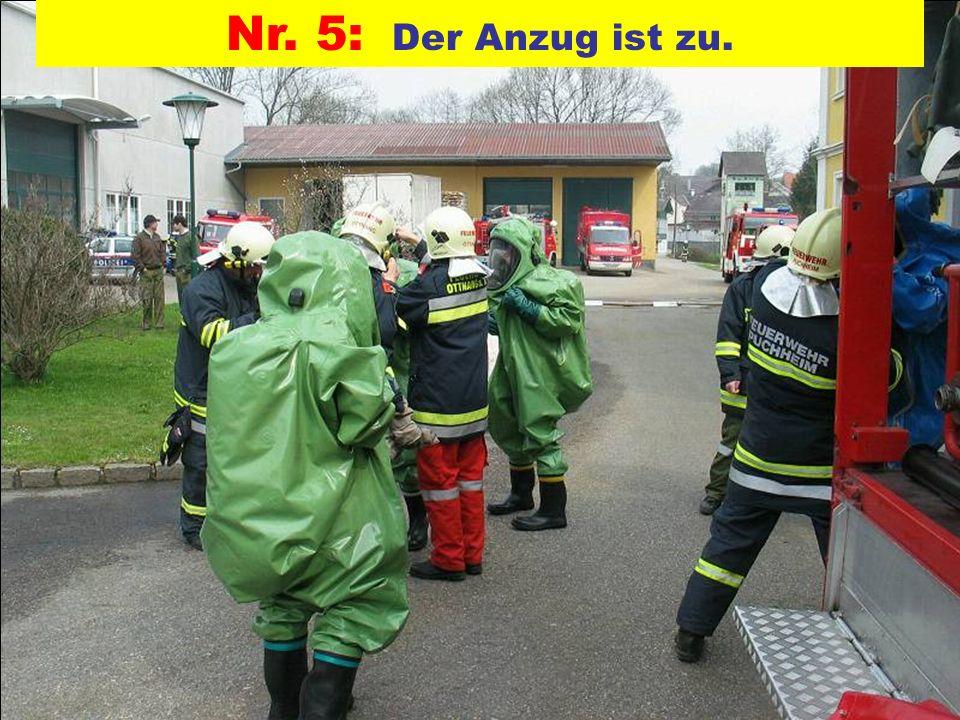 Pressegruppe der FF Ottnang a.H. Nr. 5: Der Anzug ist zu.