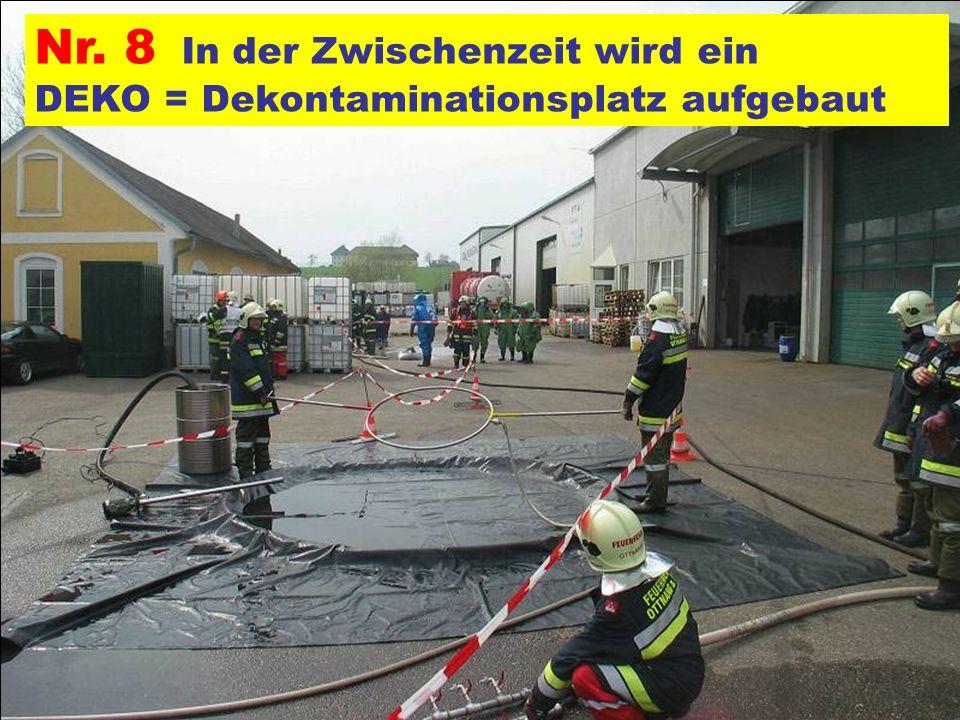 Pressegruppe der FF Ottnang a.H. Nr. 8 In der Zwischenzeit wird ein DEKO = Dekontaminationsplatz aufgebaut