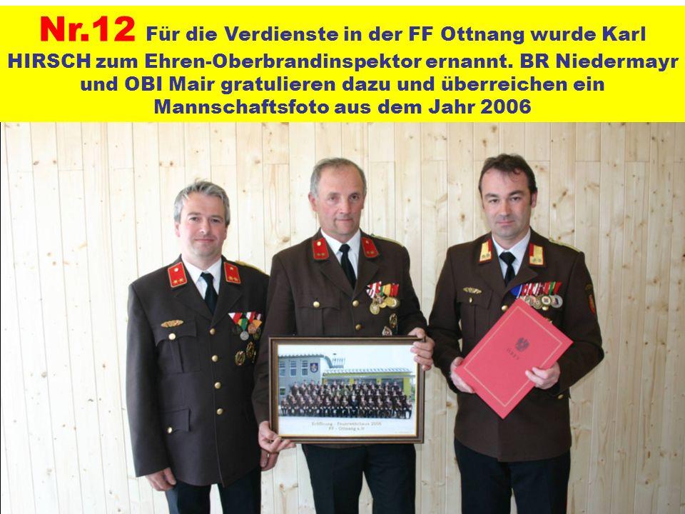 Nr.12 Für die Verdienste in der FF Ottnang wurde Karl HIRSCH zum Ehren-Oberbrandinspektor ernannt. BR Niedermayr und OBI Mair gratulieren dazu und übe